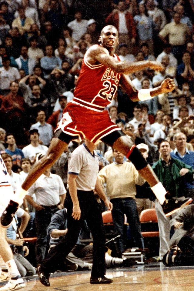 Air Jordan 4: The Shot. Nike SNKRS