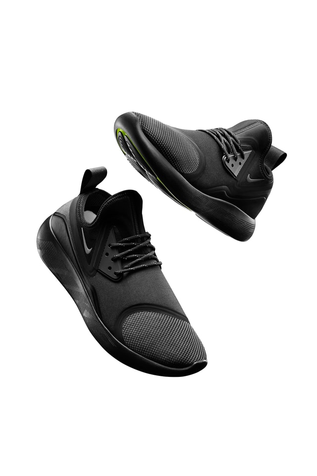 Nike LunarCharge Essential 'Triple Black'. Nike SNKRS NL