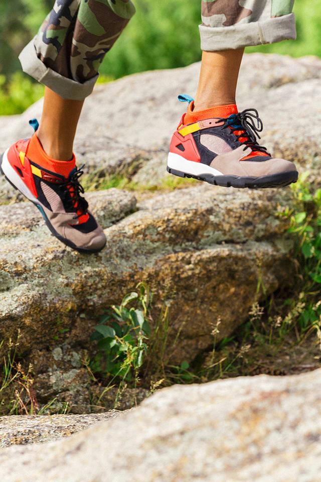 Nike Air Revaderchi 'Gym Red \u0026 Mink