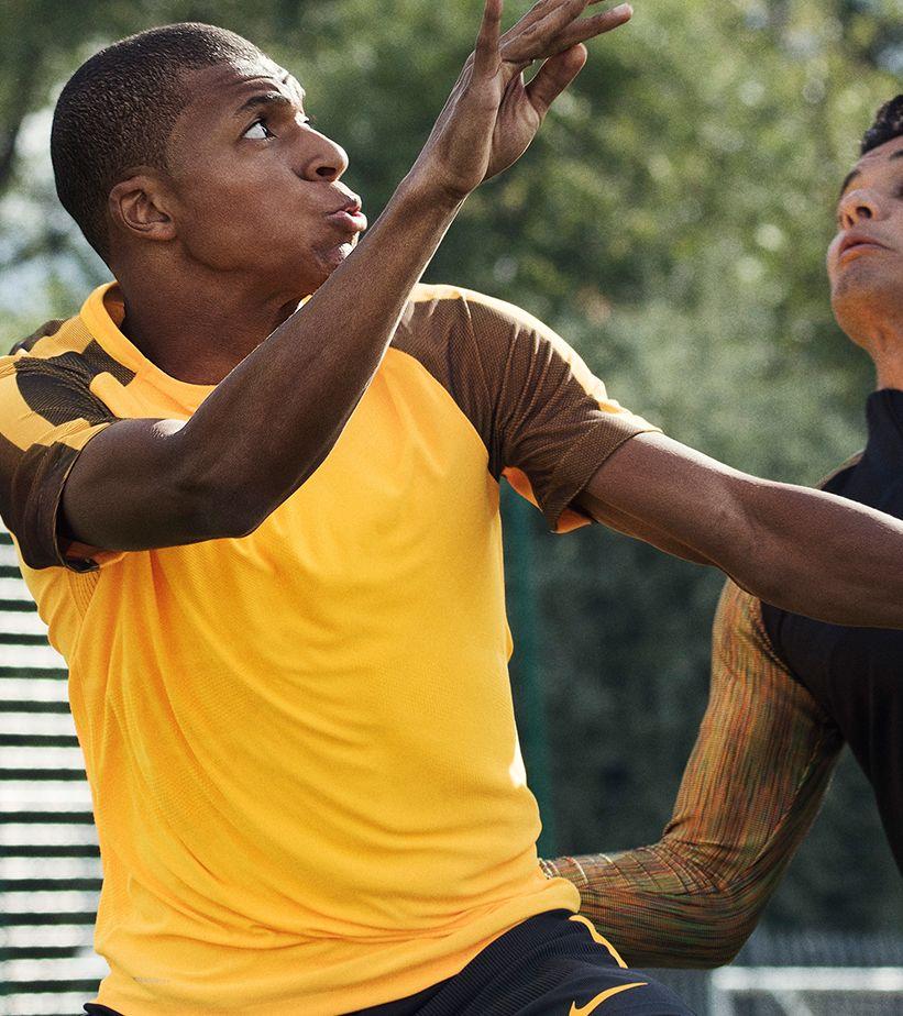d2a7643556210 Kylian Mbappe Lets Loose with the Mercurial Vapor XI. Nike.com