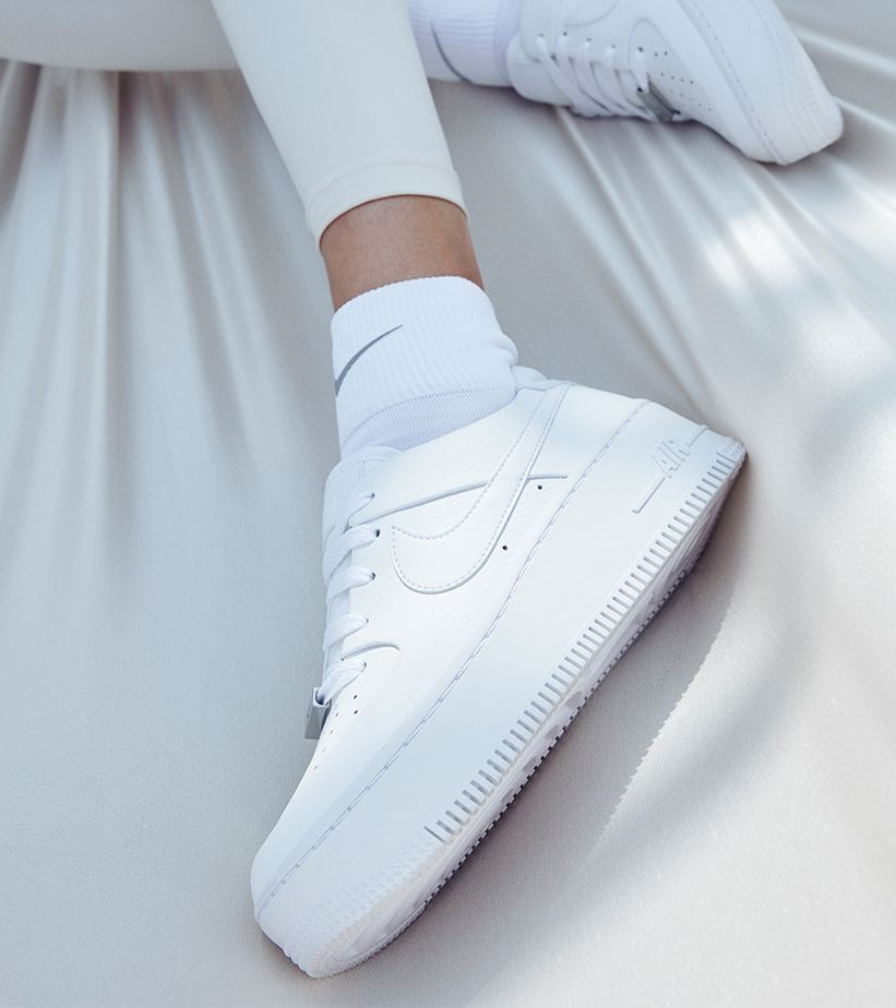 WMNS AIR FORCE 1 SAGE LOW). Nike SNKRS