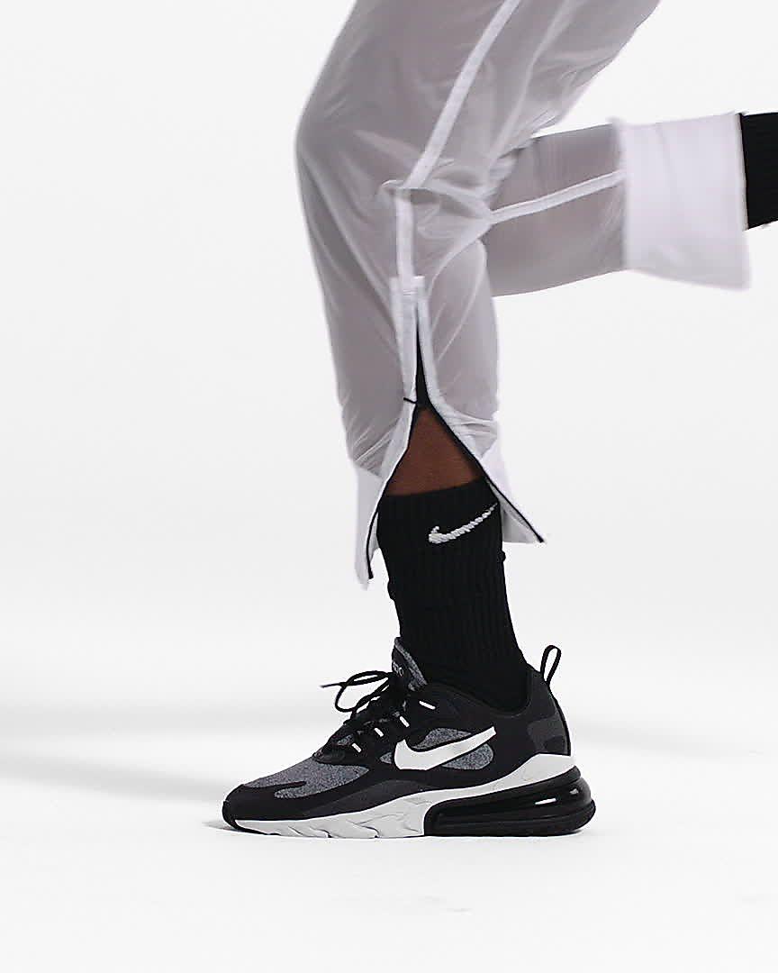 på fötter skott av ny kollektion Bra Nike Air Max 270 React (Bauhaus) Women's Shoe. Nike.com