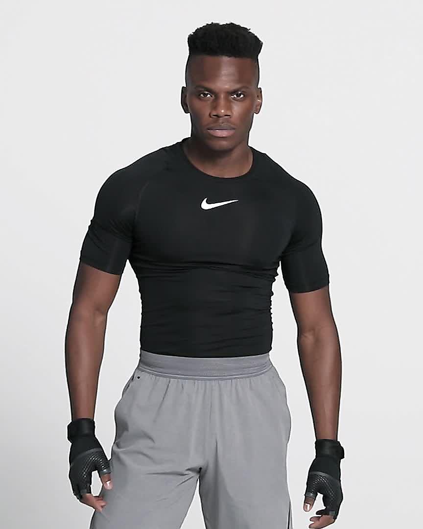 c25384e3e6ab Top de entrenamiento de manga corta para hombre Nike Pro