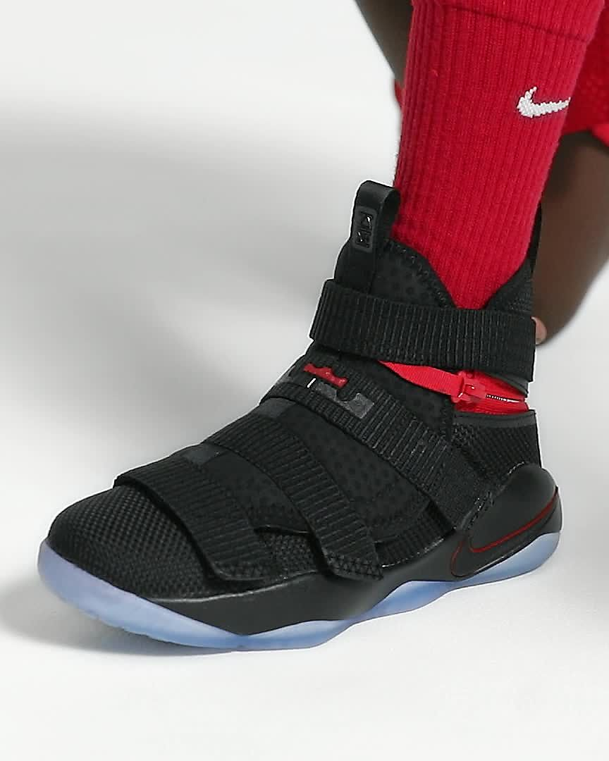 quality design 7c4f2 7bc26 Scarpa da basket LeBron Soldier 11 FlyEase - Ragazzi. Nike.com IT